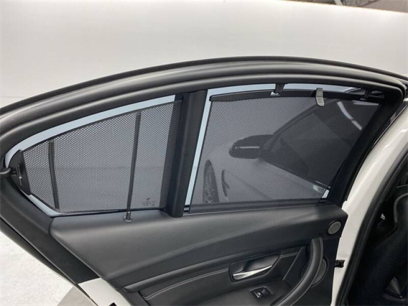 2017 BMW M3 (image 27)