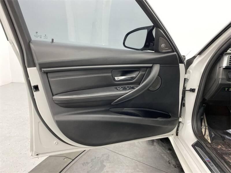2017 BMW M3 (image 24)