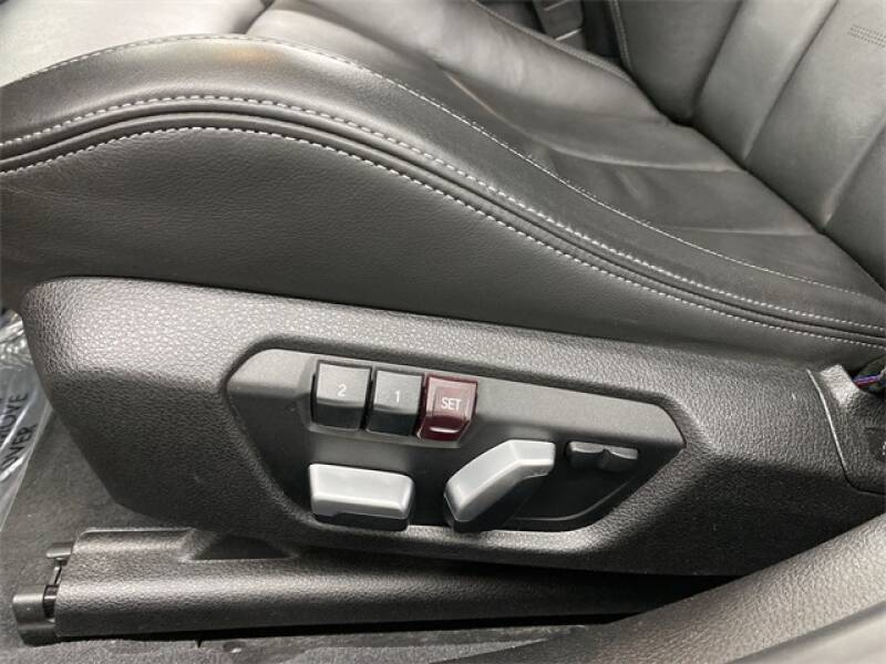 2017 BMW M3 (image 23)