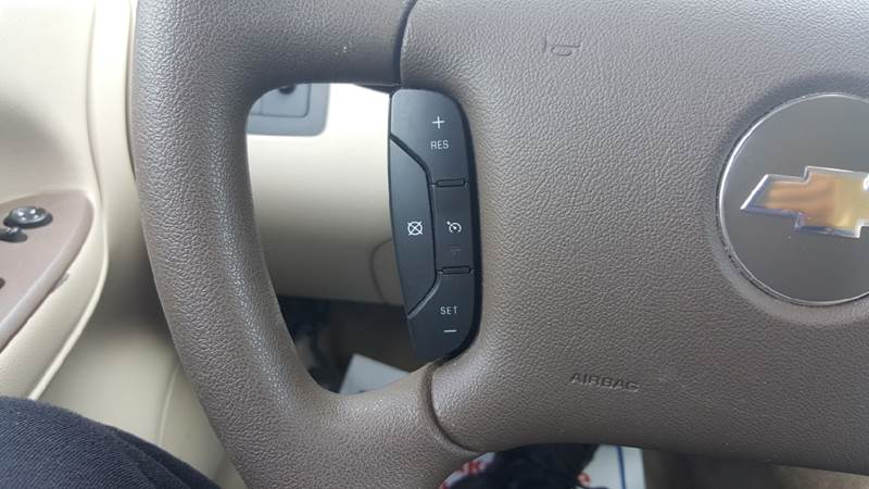2008 Chevrolet Impala LT 4dr Sedan w/ roof rail curtain delete - Hazel Park MI