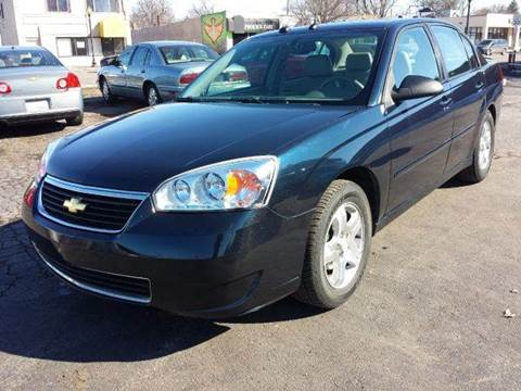 2005 Chevrolet Malibu for sale at Global Auto Sales in Hazel Park MI