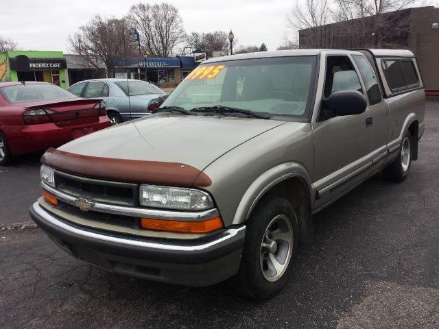 2001 Chevrolet S-10 for sale at Global Auto Sales in Hazel Park MI