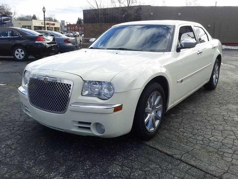 2008 Chrysler 300 for sale at Global Auto Sales in Hazel Park MI