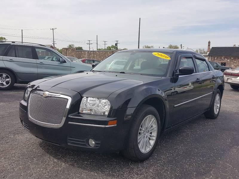 2009 Chrysler 300 for sale at Global Auto Sales in Hazel Park MI