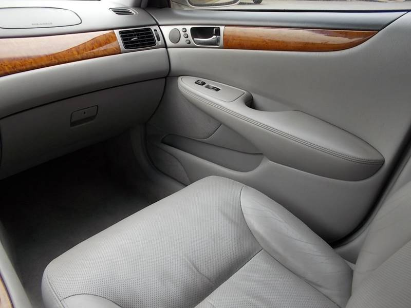 2005 Lexus ES 330 for sale at Chimax Auto Sales in San Antonio TX
