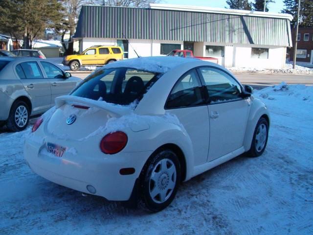 2000 Volkswagen New Beetle GLS 2dr Hatchback - Barnum MN