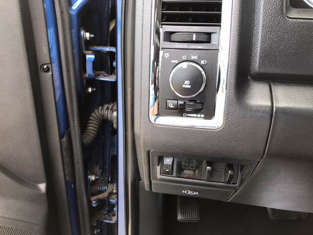 2011 RAM Ram Pickup 3500 4x4 Laramie 4dr Mega Cab 6.3 ft. SB Pickup - Springfield IL
