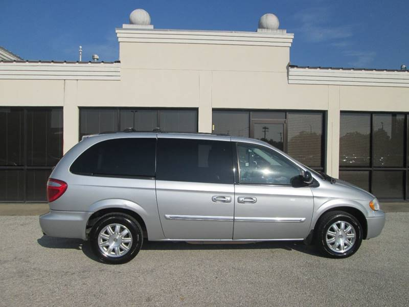 2006 Chrysler Town and Country Touring 4dr Extended Mini-Van - Bryan TX