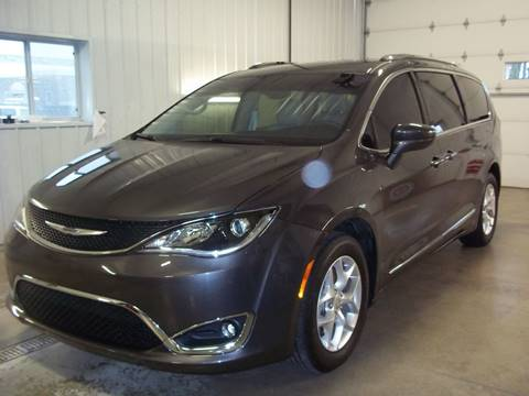 2017 Chrysler Pacifica for sale at Robin's Truck Sales in Gifford IL