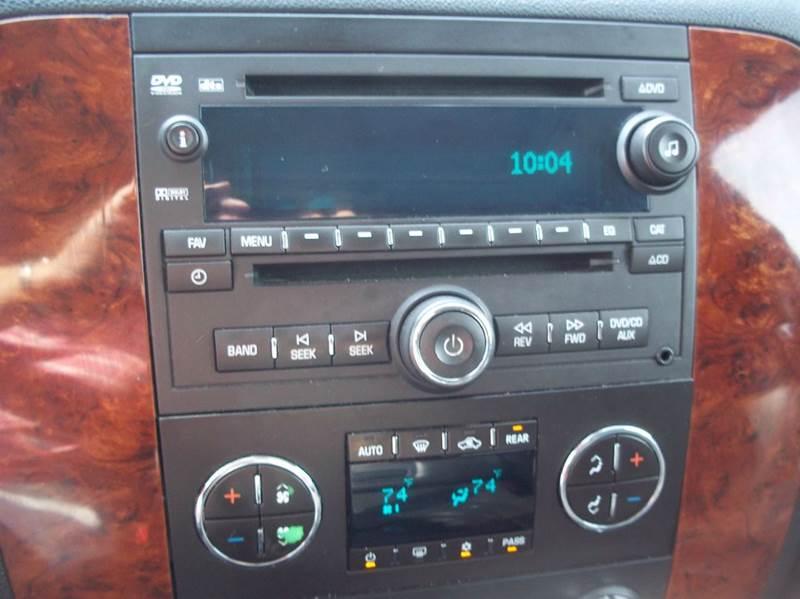 2009 Chevrolet Suburban 4x4 LT 1500 4dr SUV w/ 1LT - Gifford IL