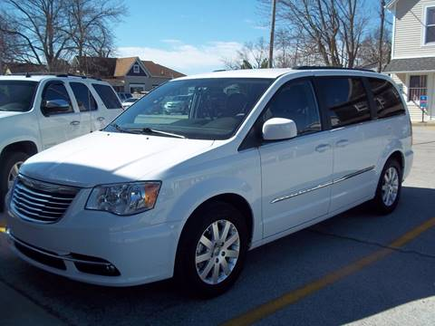 2016 Chrysler Town and Country for sale at Robin's Truck Sales in Gifford IL