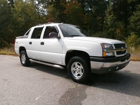 2004 Chevrolet Avalanche for sale at Leavitt Brothers Auto in Hooksett NH
