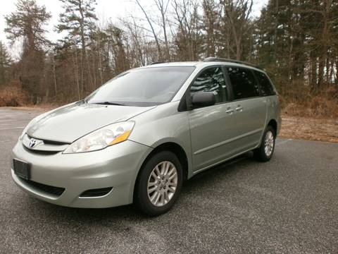 2007 Toyota Sienna for sale at Leavitt Brothers Auto in Hooksett NH
