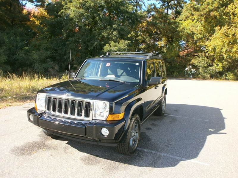 2007 Jeep Commander for sale at Leavitt Brothers Auto in Hooksett NH
