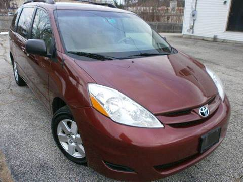 2009 Toyota Sienna for sale at Leavitt Brothers Auto in Hooksett NH