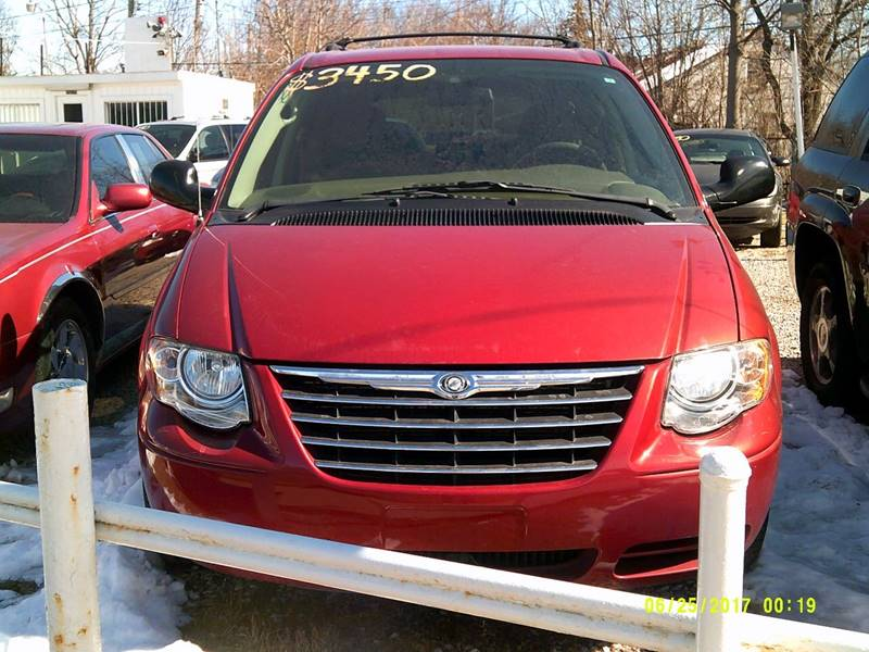 Detroit Used Car for Sale 2005 Chrysler Town & Country 48205 at ...