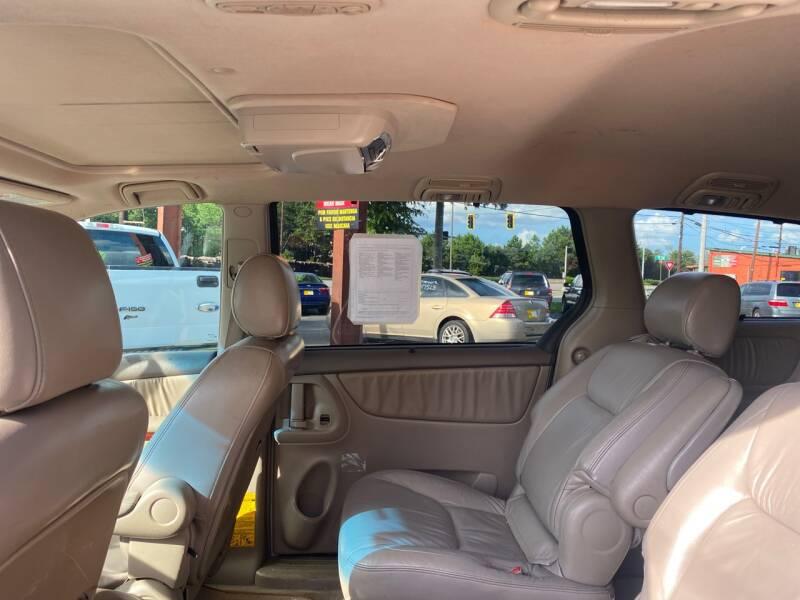 2004 Toyota Sienna XLE 7-Passenger 4dr Mini-Van - Doraville GA