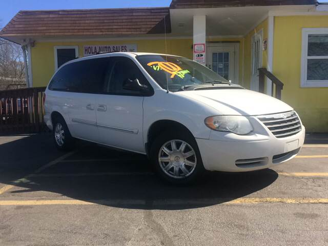 2005 Chrysler Town and Country Signature Series 4dr Extended Mini-Van - Doraville GA