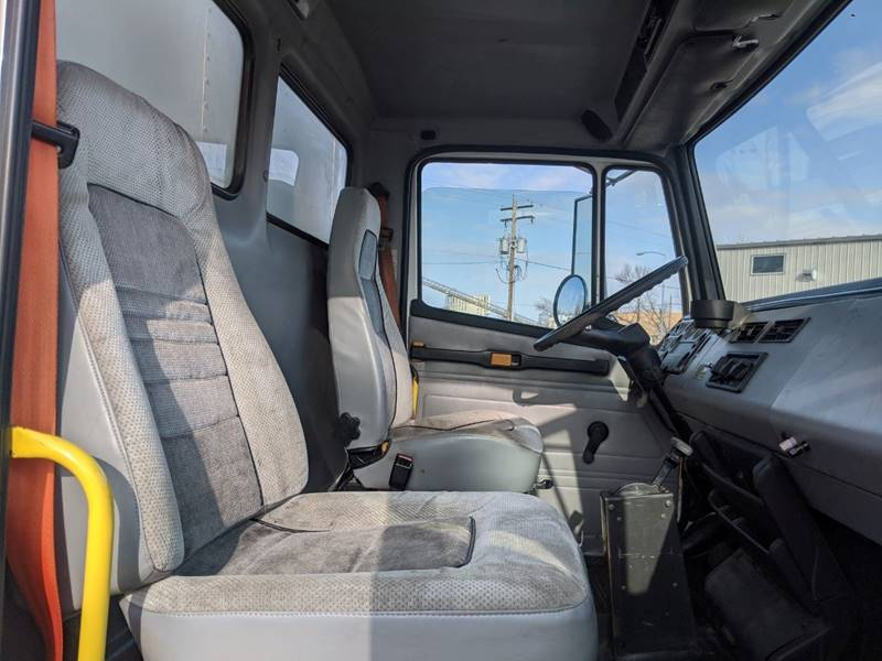 1998 Freightliner FL70 Business Class - Sioux Falls SD