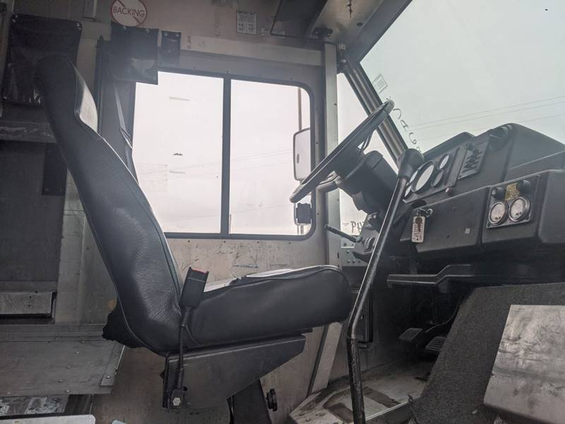 1999 Freightliner MT35 Utilimaster P700  - Sioux Falls SD