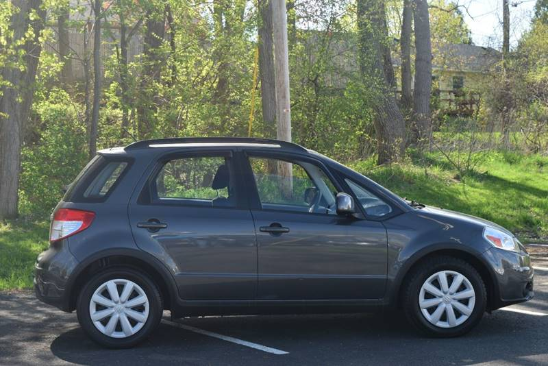 2010 suzuki sx4 crossover in rensselaer ny broadway. Black Bedroom Furniture Sets. Home Design Ideas