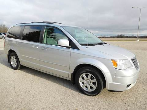2010 Chrysler Town and Country for sale in Fort Atkinson, IA
