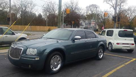 2005 Chrysler 300 for sale at DALE'S AUTO INC in Mt Clemens MI
