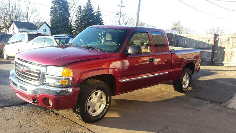 2004 GMC Sierra 1500 for sale at DALE'S AUTO INC in Mt Clemens MI
