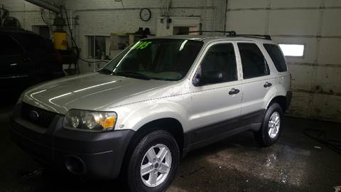 2005 Ford Escape for sale at DALE'S AUTO INC in Mt Clemens MI