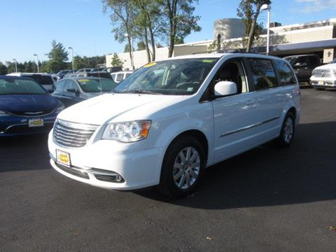 2016 Chrysler Town and Country for sale in Riverhead, NY