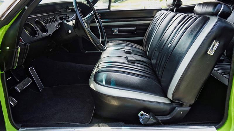 1970 Plymouth Superbird 38