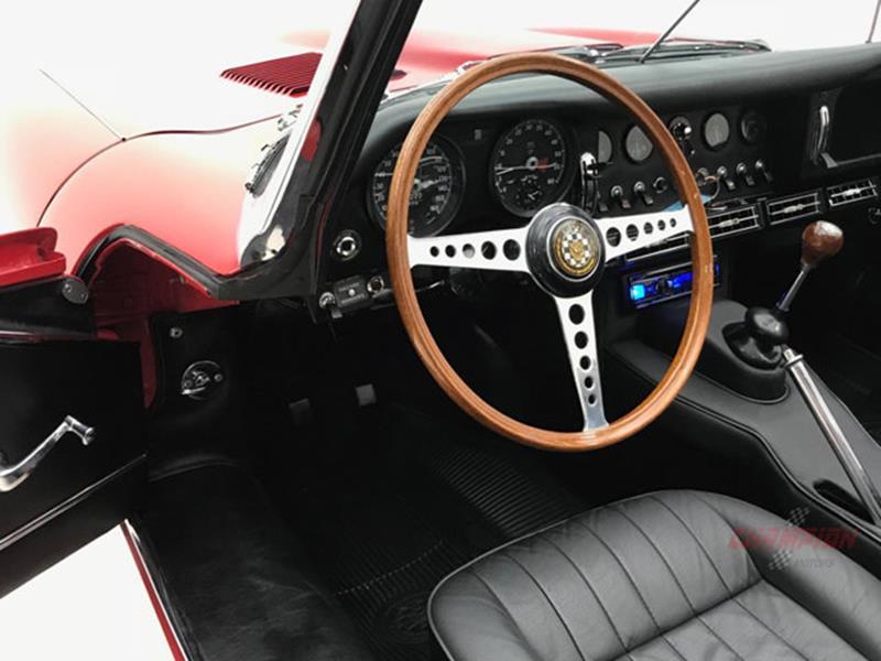 1967 Jaguar E Type Roadster 21