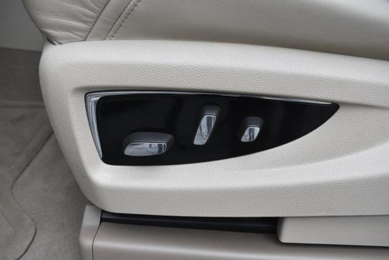 2015 Cadillac Escalade 1