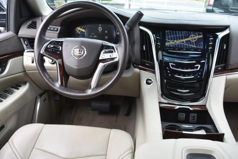 2015 Cadillac Escalade 25