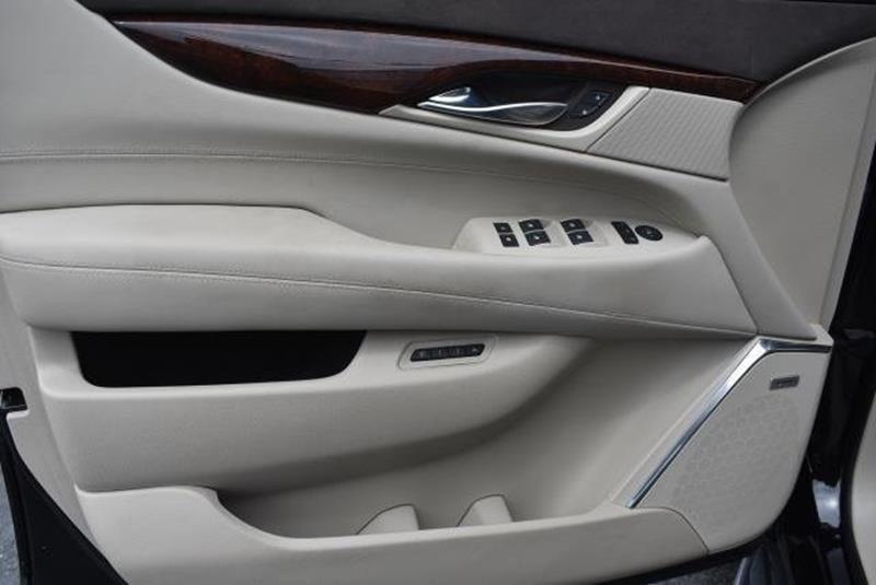 2015 Cadillac Escalade 27