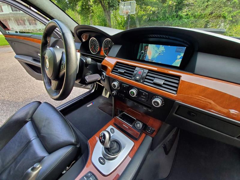 2010 BMW M5 48