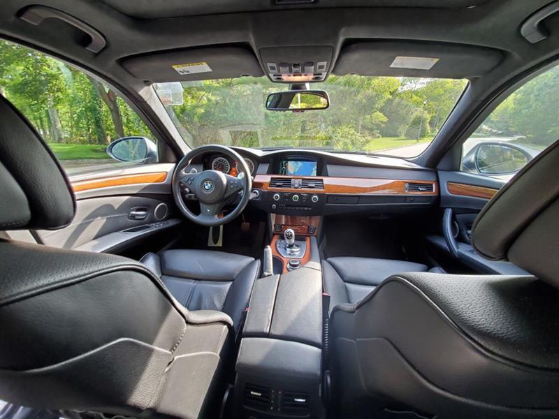2010 BMW M5 26
