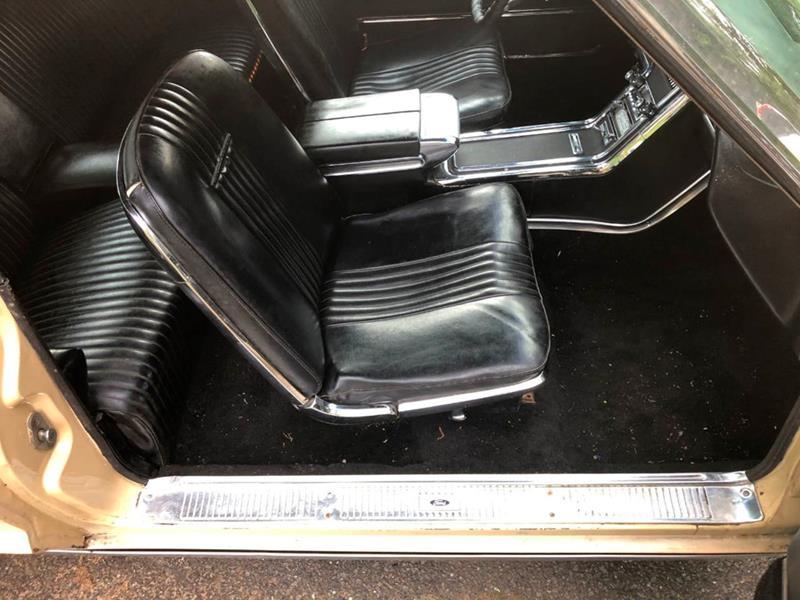 1966 Ford Thunderbird 31