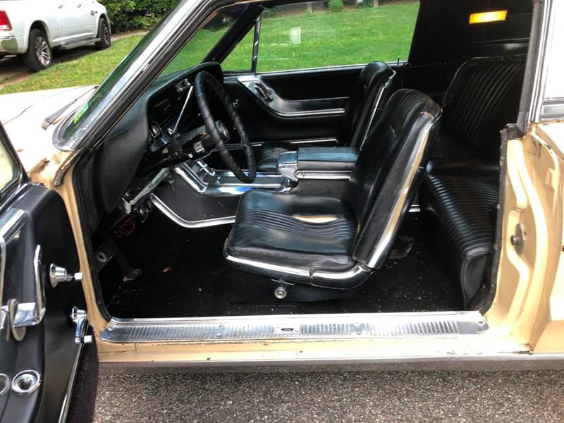1966 Ford Thunderbird 33