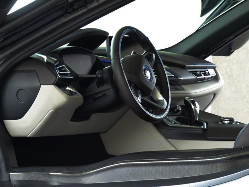 2016 BMW i8 11
