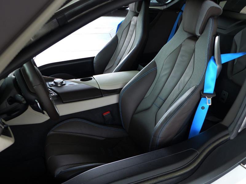 2016 BMW i8 13