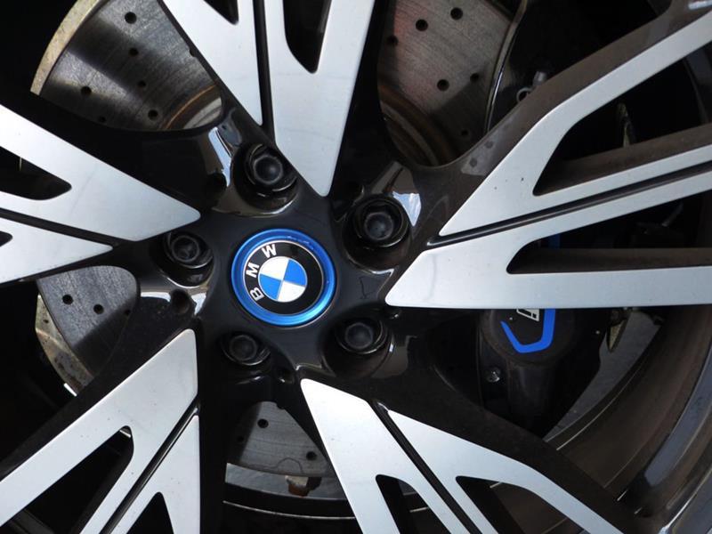 2016 BMW i8 27