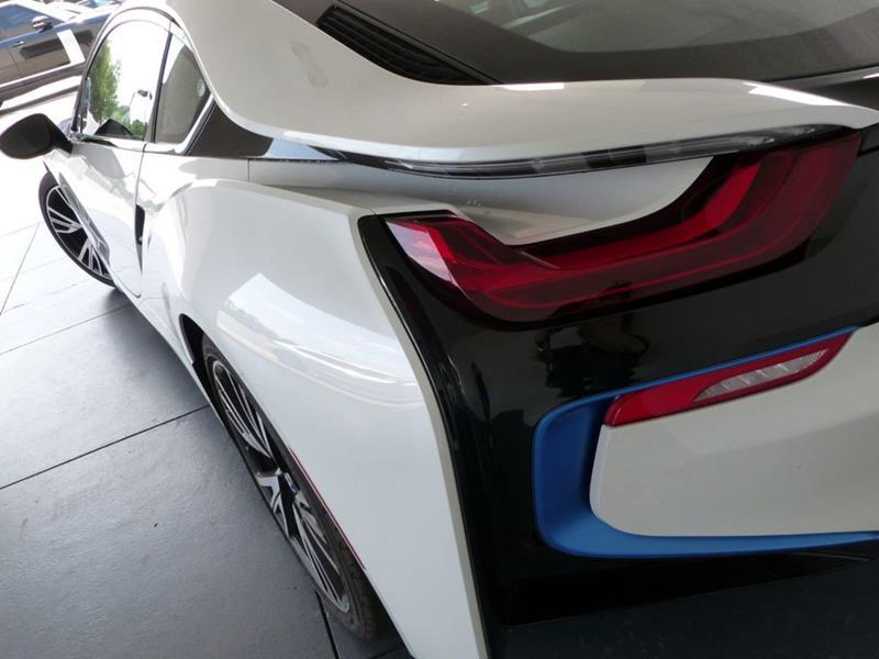 2016 BMW i8 9