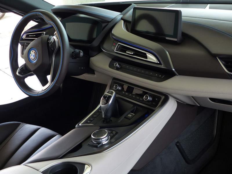 2016 BMW i8 17