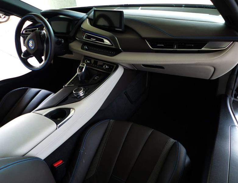 2016 BMW i8 18