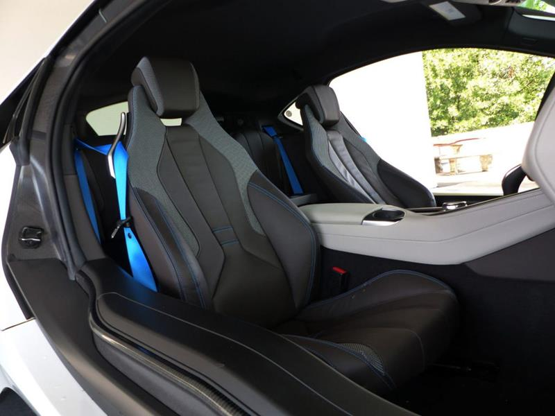 2016 BMW i8 21