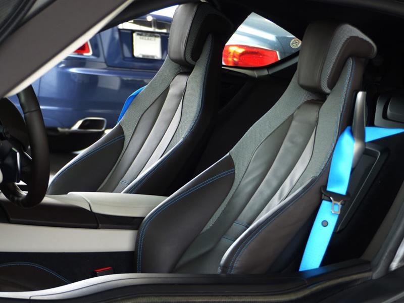 2016 BMW i8 15