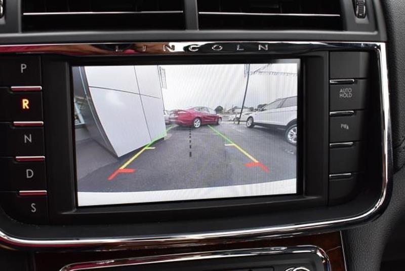 2017 Lincoln Continental 9