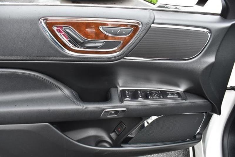 2017 Lincoln Continental 1