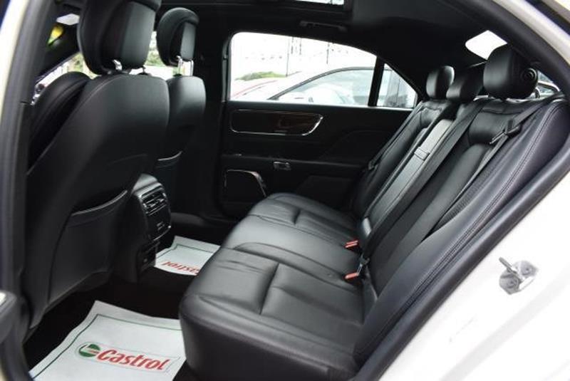 2017 Lincoln Continental 25
